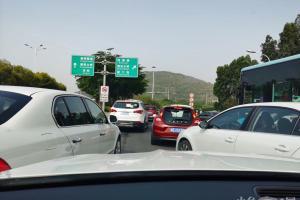 为什么堵车的路段都是看不到交警维持秩序的呢?交警去哪儿了!