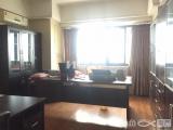 万达广场SOHO出售,配办公用具。看房方便。