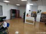 软件园二期102平南门公交站楼上两个隔间一个办公区