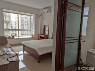 龙山二期交通便利安置房大三房房源出租4300一月